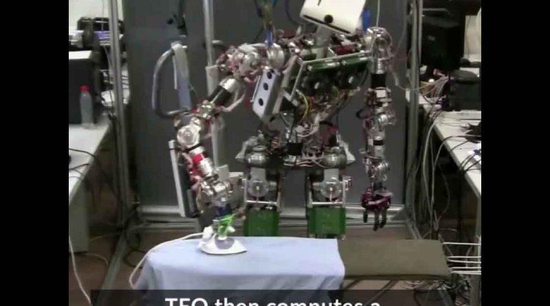 Ρομπότ σιδερώνει ρούχα! Η χαρά της νοικοκυράς…(video)