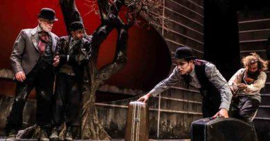 «Περιμένοντας τον Γκοντό» στο κηποθέατρο Παπάγου